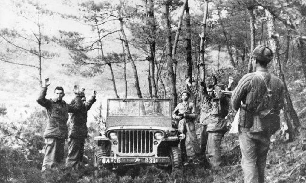 1951_eszak-koreai_csapatok_altal_elfogott_amerikaiak_a_koreai_haboruban_vonszan_tersegeben.jpeg