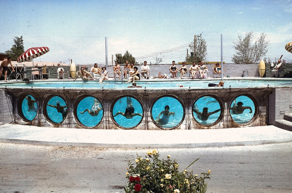 1955_las_vegasi_hotel_medenceje.jpg