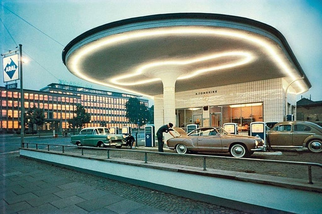 1958_gas_station_in_germany.jpg
