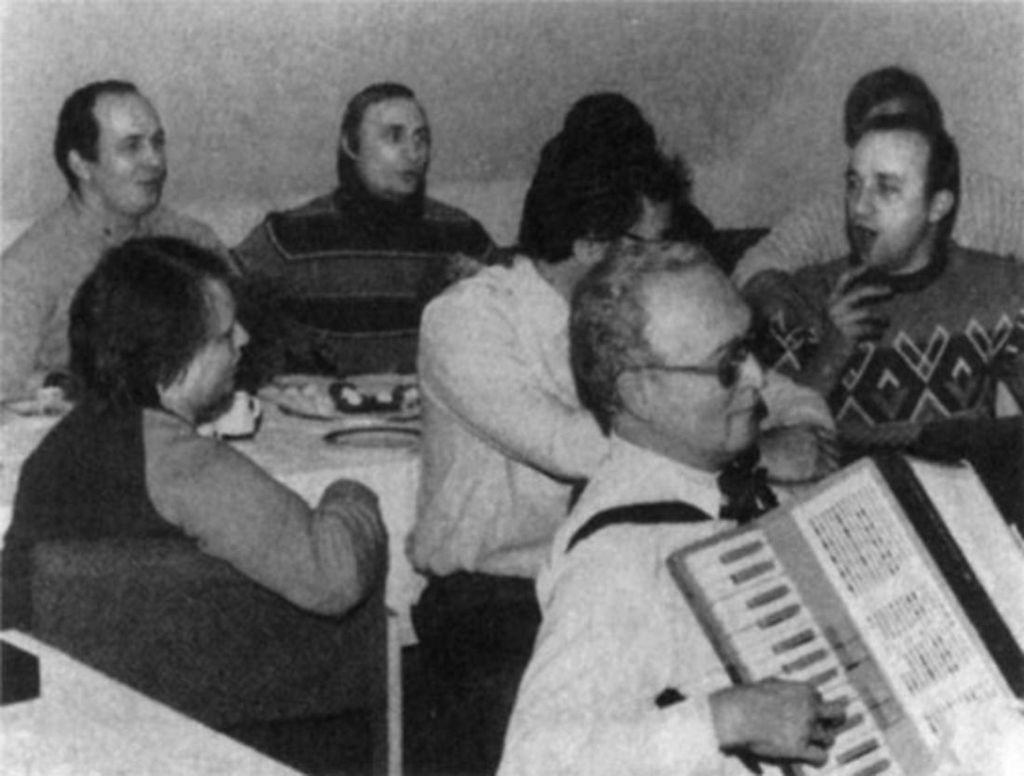 1980-as_evek_a_kgb_drezdai_rezidencia_alkalmazottainak_partija_ndk.jpeg