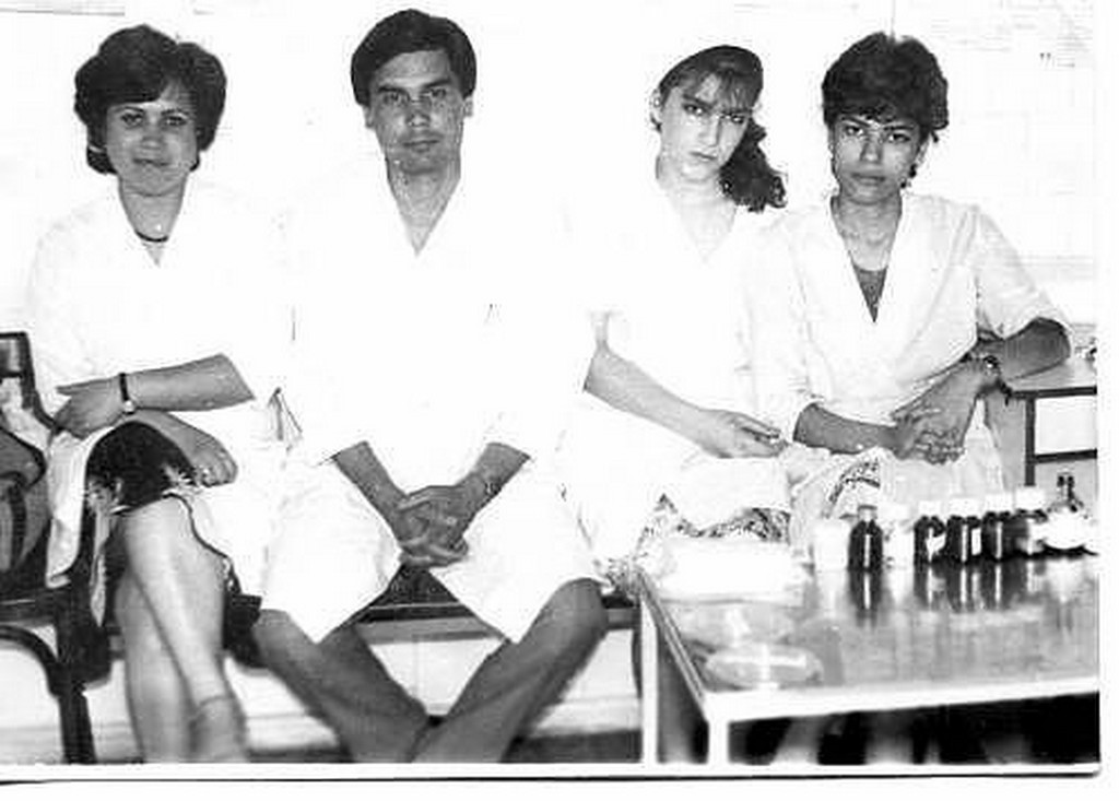 1980-as_evek_gurbanguly_berdimuhamedov_fogorvos_kollegaival_turkmenisztan.jpeg