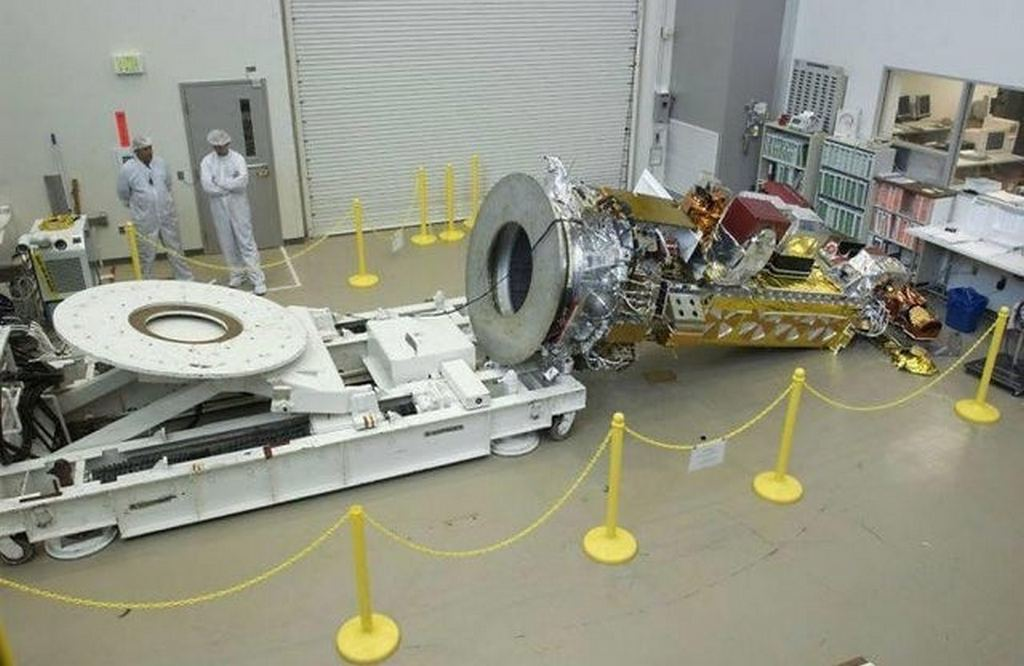 2003_noaan-prime_satellite_fell_to_the_lockheed_martin_space_systems_company_factory_floor_in_sunnyvale_calif_caused_135_mio.jpg