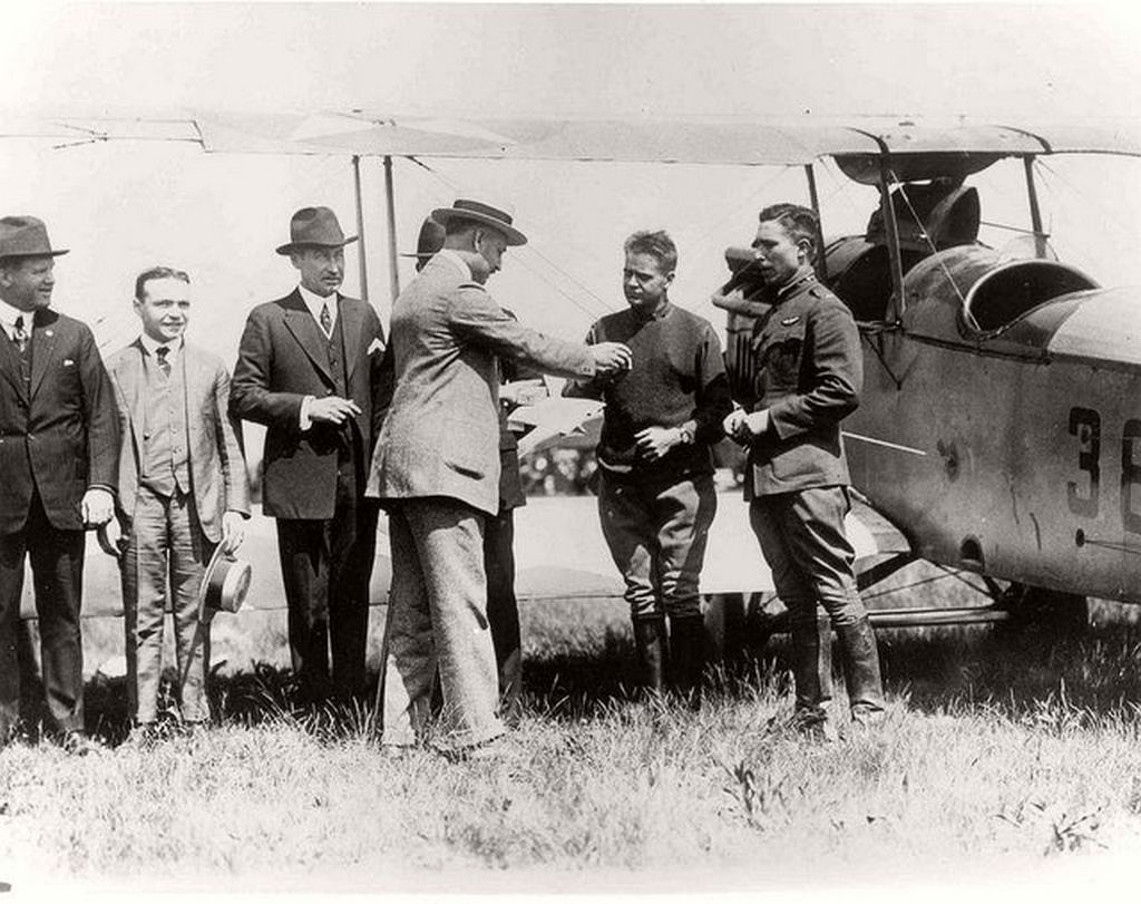 1915_first_day_of_the_u_s_airmail_service_may_15.jpg