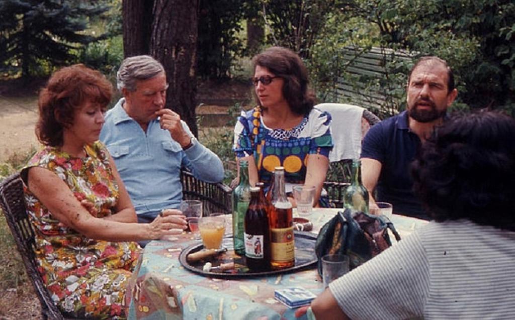 1975_brit_mi6_disszidensek_kim_philby_es_george_blake_felesegeikkel_szovjetunio.jpg