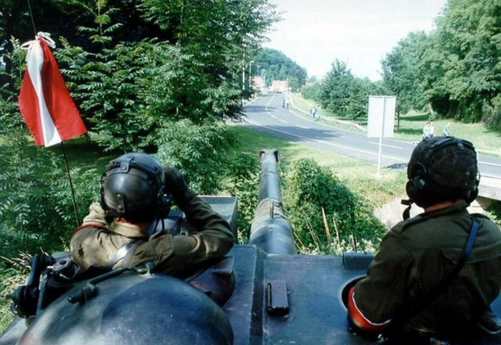 1991_austrian_forces_observing_the_yugoslav_border_in_expectation_of_a_spillover.jpg