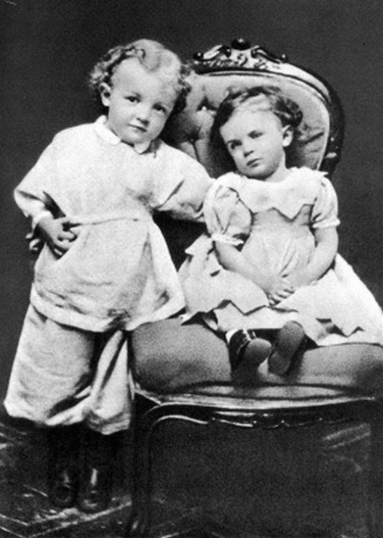 1874_vladimir_lenin_with_his_sister_olga_simbirsk.jpg