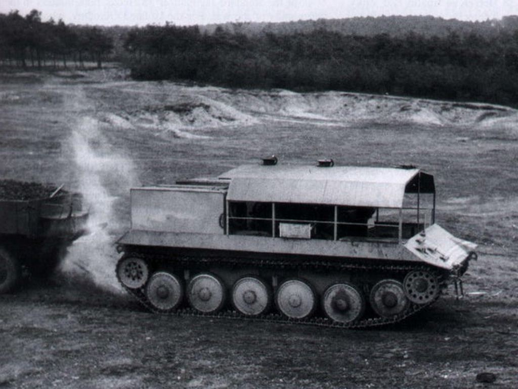 1944_steam_powered_artillery_tractor_skoda_sk-13_dampfschlepper_prototype.jpg