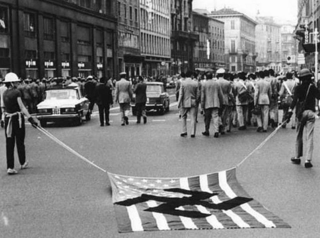 1970_anti-vietnam_war_demonstration_in_rome_italy.jpg