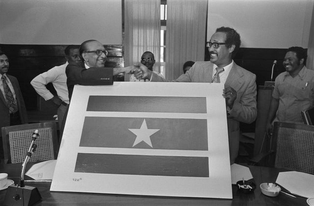 1975_suriname_s_opposition_leader_lachmon_and_prime_minister_arron_introduce_the_surinamese_flag.jpg