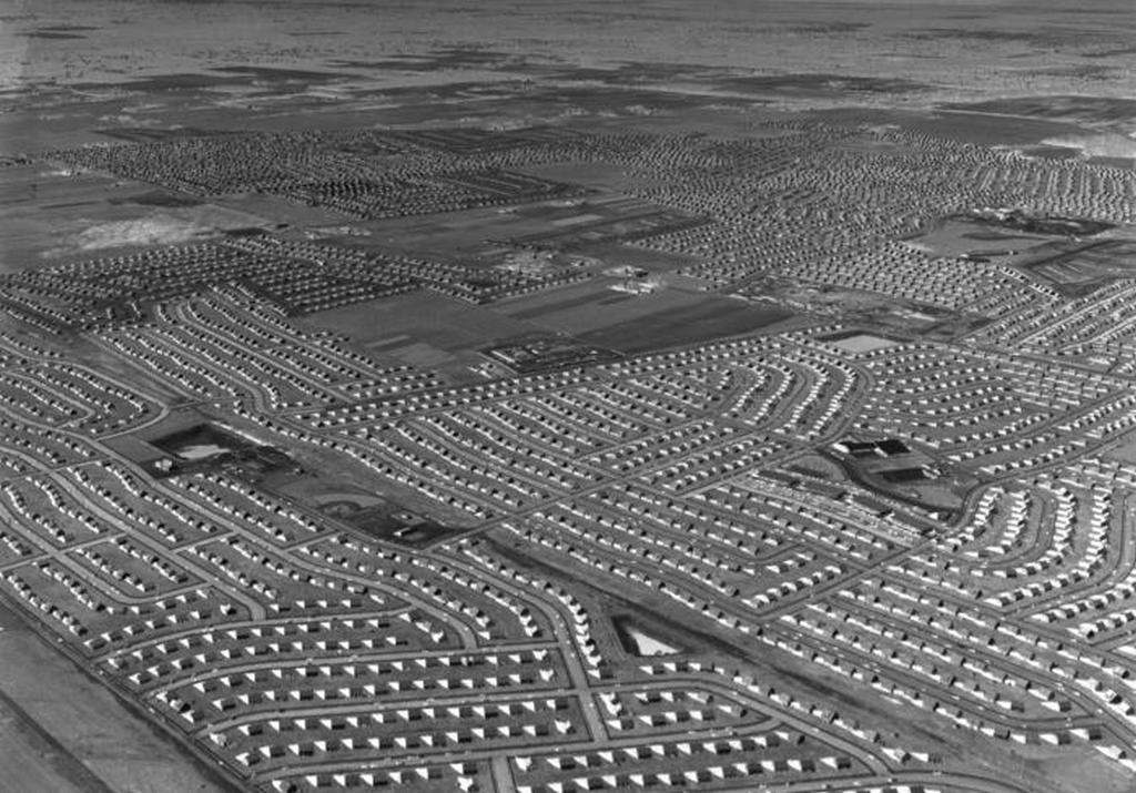 1949_levittown_long_island_new_york.jpeg