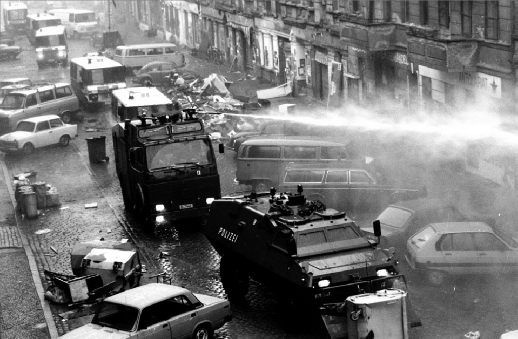 1990_november_hazfoglalok_elleni_rendori_akcio_a_mainzer_strassen.jpg