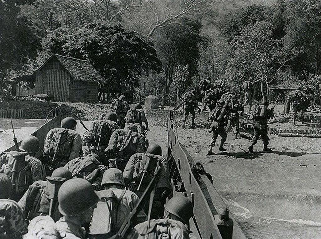 1947_dutch_marines_secure_a_beachhead_at_pasir_putih_indonesian_national_revolution.jpg