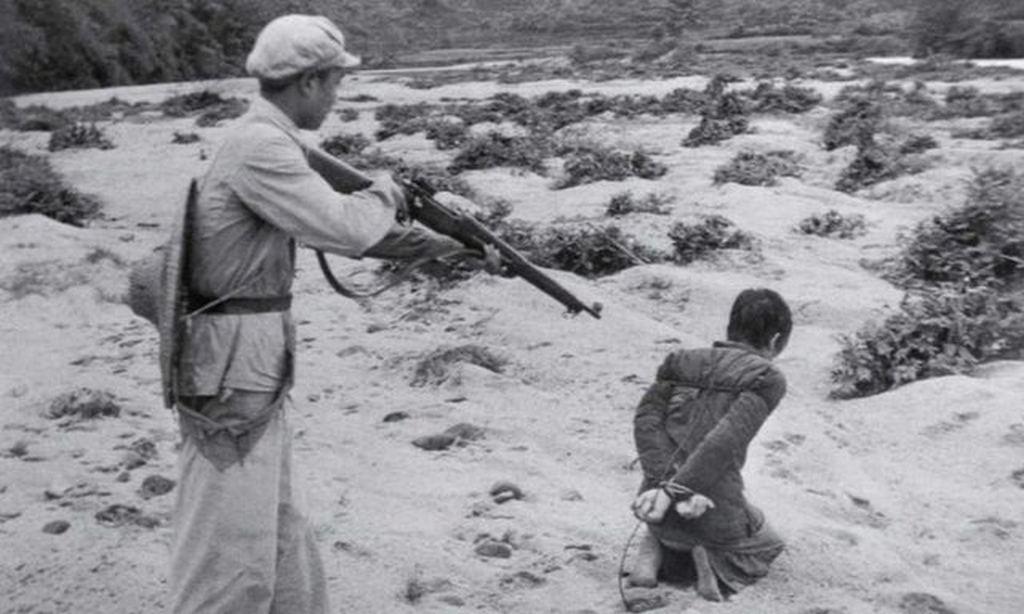 1950_korul_a_communist_chinese_soldier_prepares_to_murder_a_farmer_during_mao_s_land_reform_movement.jpg