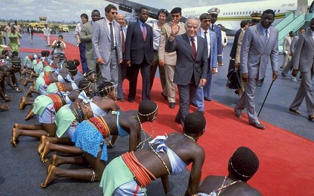 1987_israeli_prime_minister_yitzhak_shamir_is_welcomed_by_the_president_of_togo_gnassingbe_eyadema.jpg