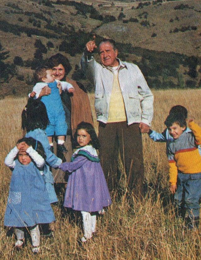 1988_augusto_pinochet_chilean_dictator_propaganda_photo_with_wife_and_grandchildren.jpg