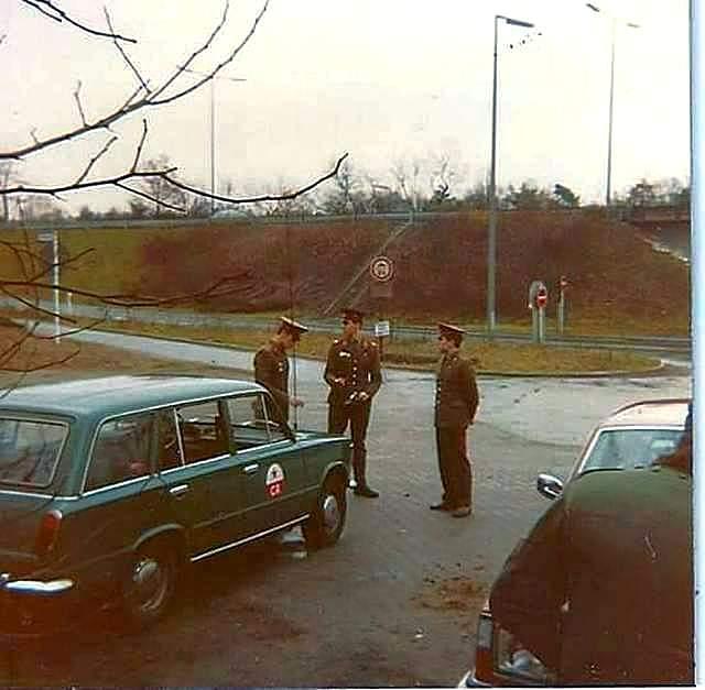 1986_korul_szovjet_ellenozopont_keletnemetorszagban_berlin_kozeleben.jpg