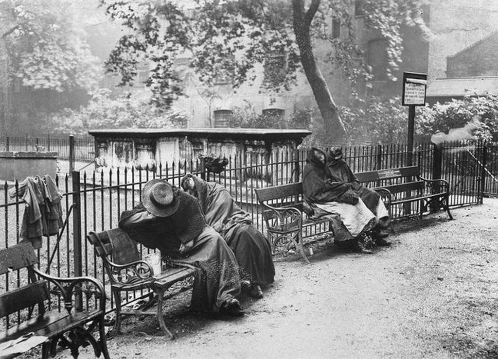 1902_homeless_women_sleeping_in_spitalfields_garden_london.jpg