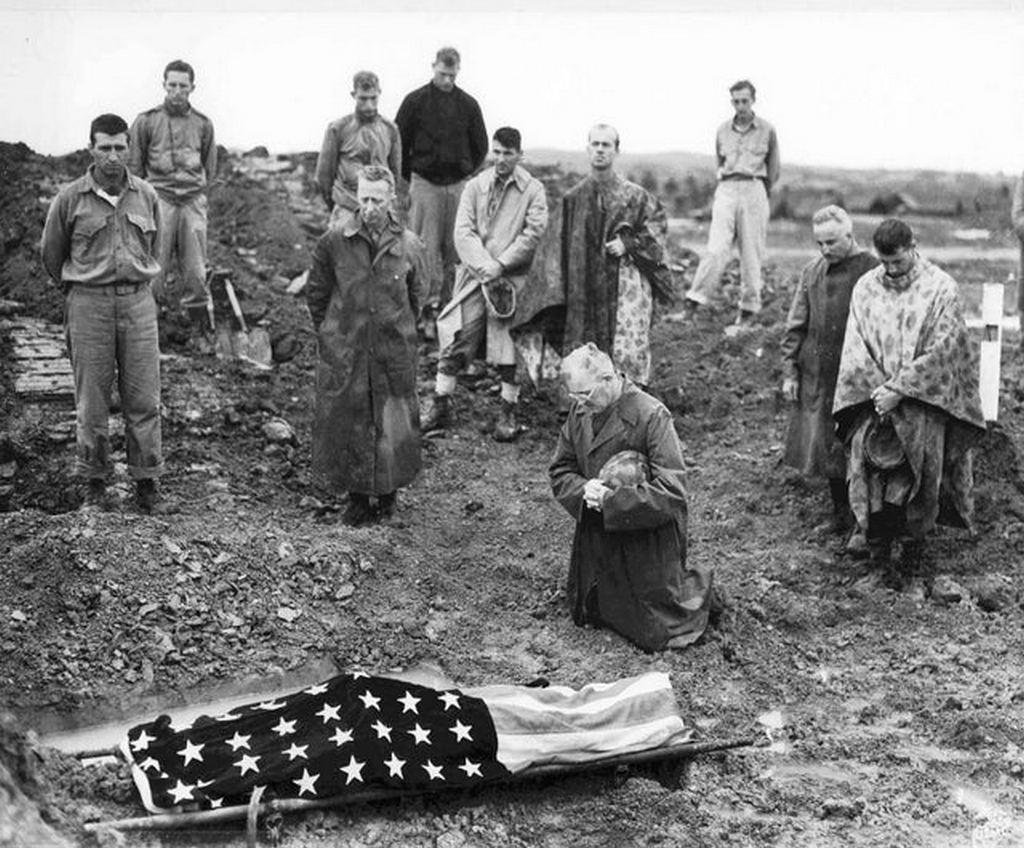 1945_majus_us_marine_colonel_francis_fenton_conducting_the_funeral_of_his_son_private_first_class_mike_fenton_near_shuri_okinawa.jpg
