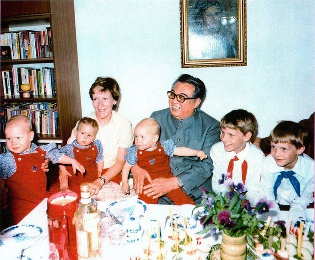 1984_north_korean_dictator_kim_il-sung_center_meets_a_german_family_during_his_visit_to_east_germany.jpg