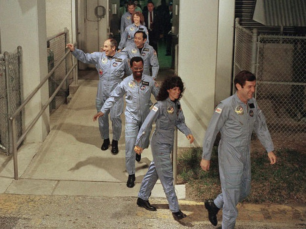 1986_januar_28_the_last_known_photo_of_the_challenger_crew.jpg