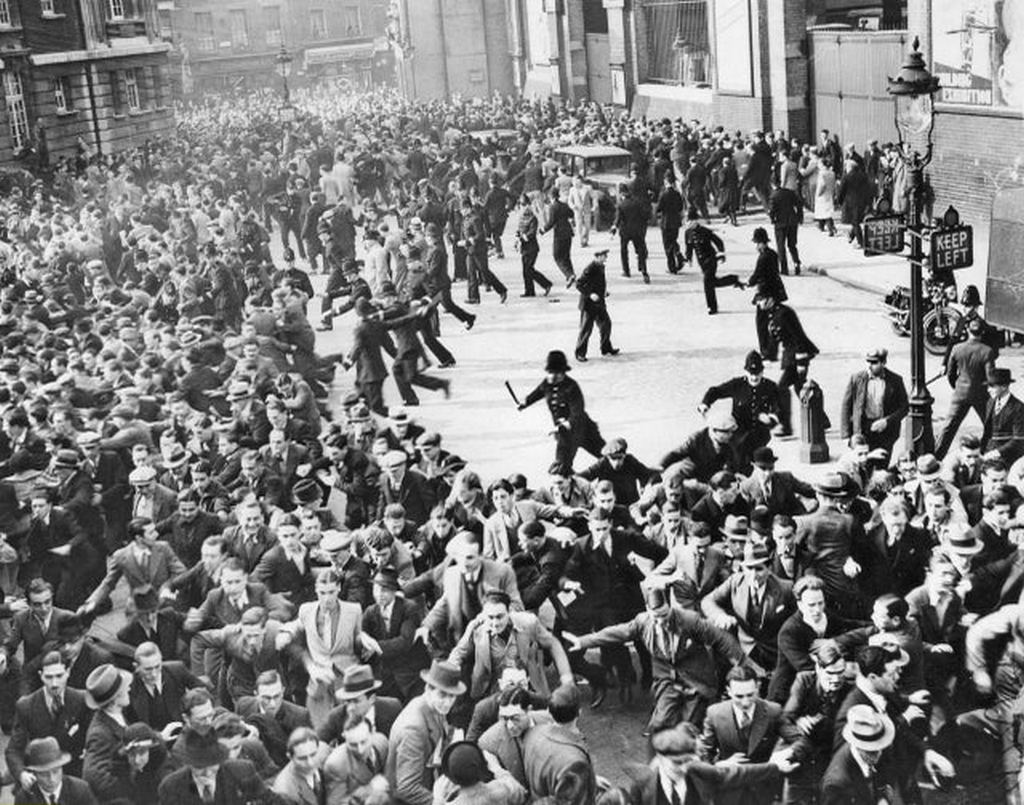 1936_battle_of_cable_street_london.jpg