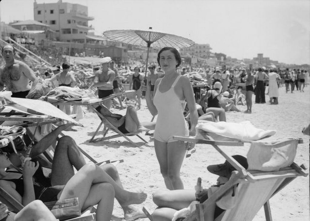 1937_tel_aviv_beach_israel.jpg