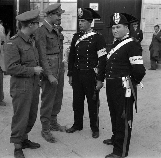 1943_canadian_soldiers_with_italian_police_in_dress_uniform.jpg