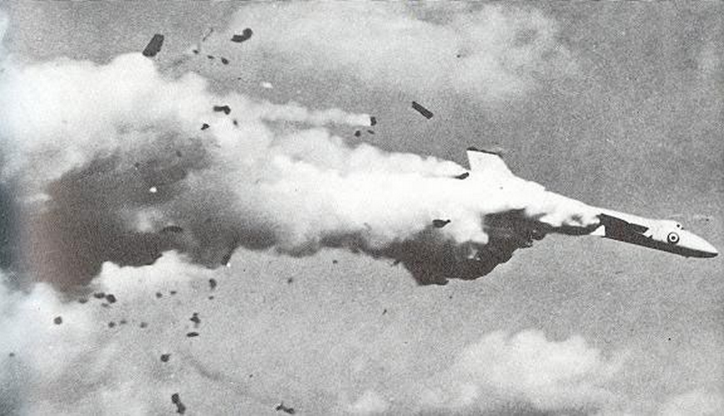 1975_a_raf_avro_vulcan_explodes_in_the_air_above_abbar_malta.png