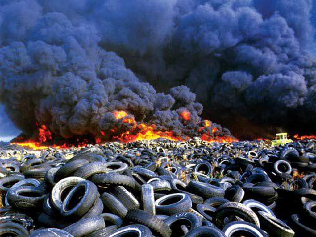 1984_everett_wa_a_pile_of_cca_4_million_waste_tires_catches_fire_and_burns_for_7_months.jpg