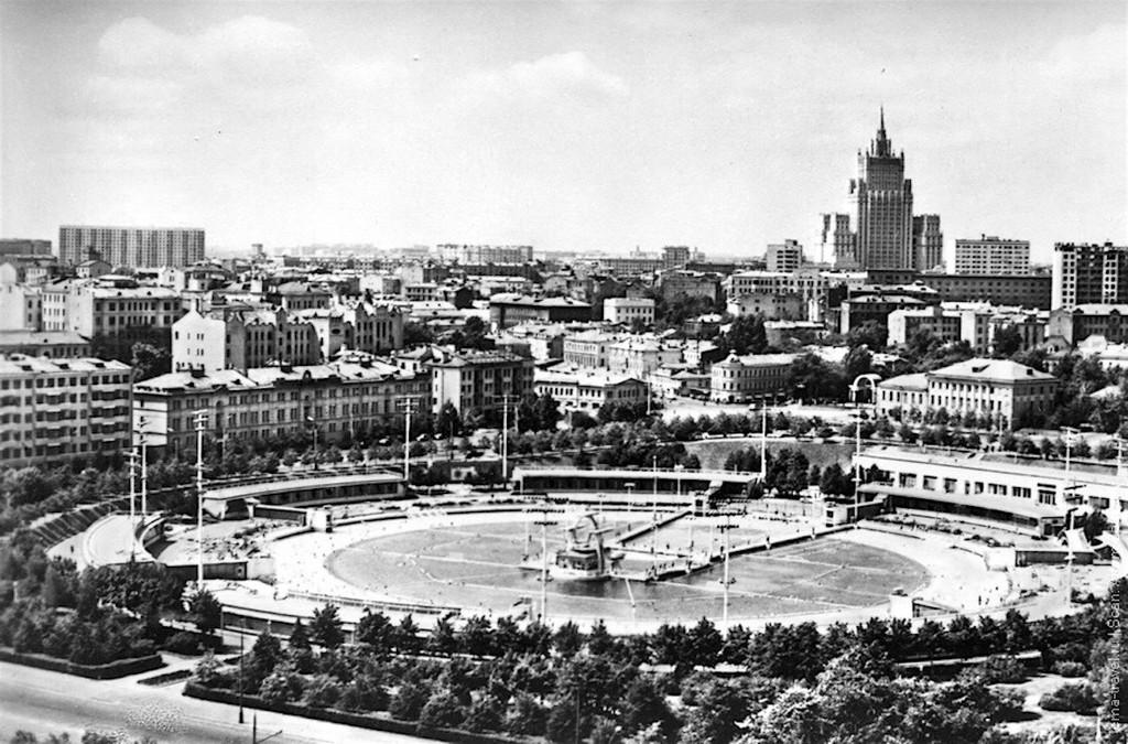 1960_a_moszkva_medence.jpg