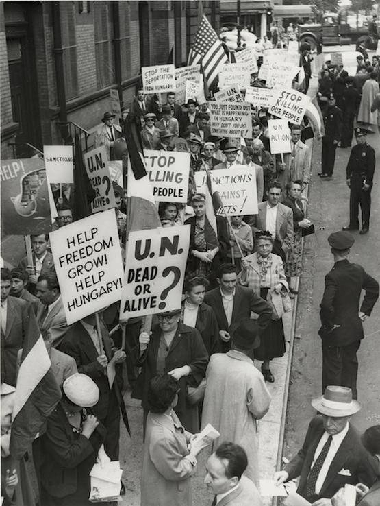 1956_tuntetes_a_magyar_forradalom_mellett-usa.png