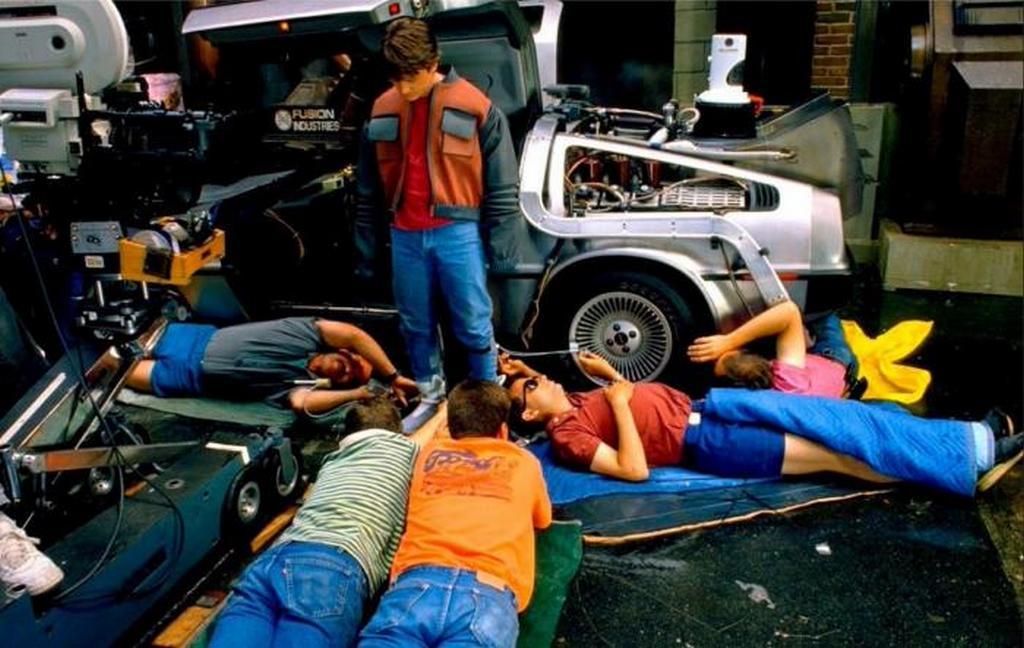 1989_a_vissza_a_jovobe_masodik_reszenek_kultikus_onbefuzo_cipojenek_felvetele_a_technikusok_segitsegevel.jpeg