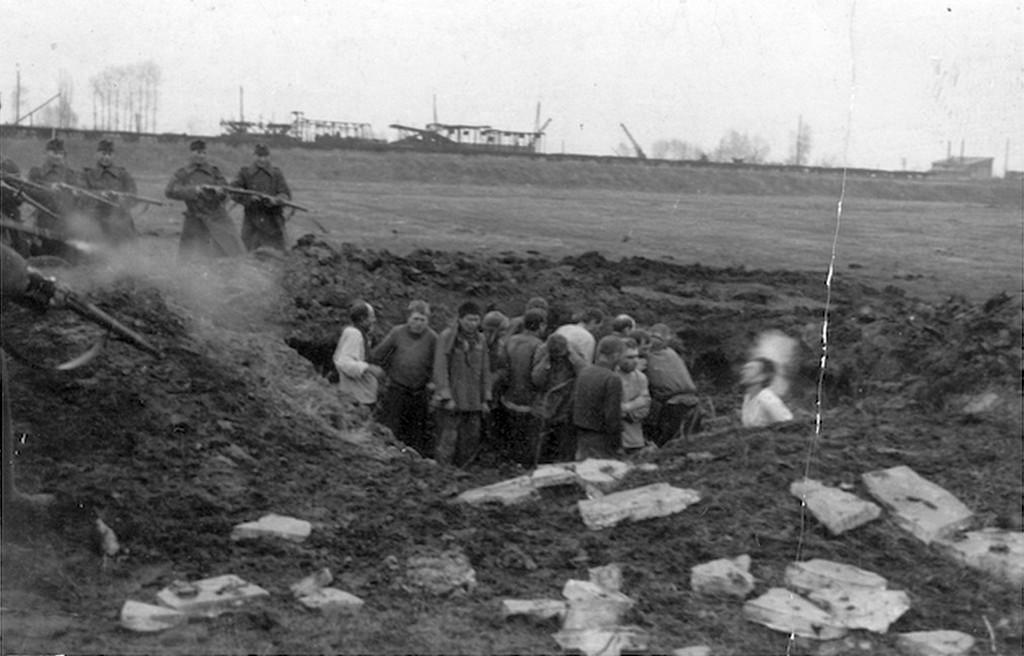 1941_magyar_katonak_valoszinuleg_szerb_civileket_lonek_agyon_a_delvideken_cr.jpg