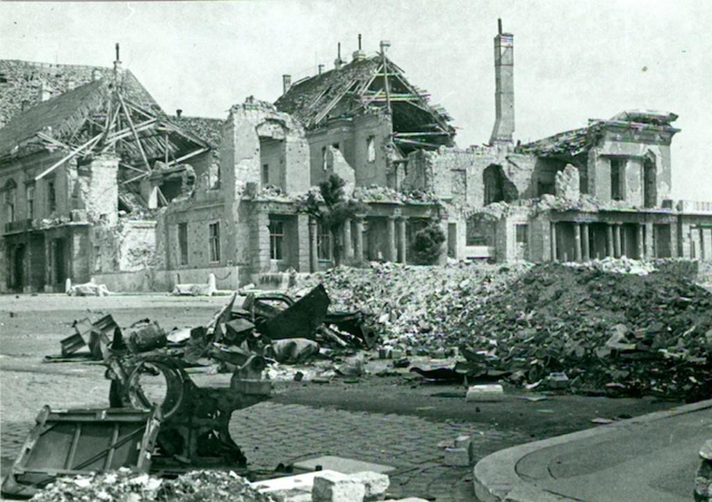 1945_a_romos_sandor_palota_kunszt_janos_1.jpg