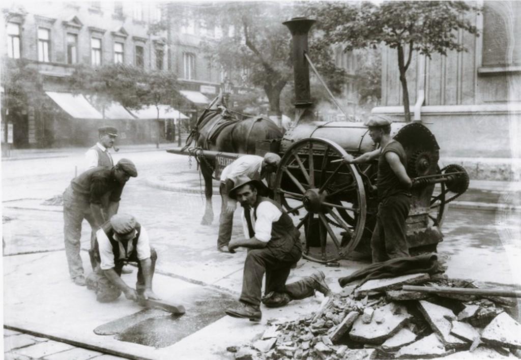 1920-as_evek_utepitok_a_fovarosban_kallos_oszkar_cr.jpg