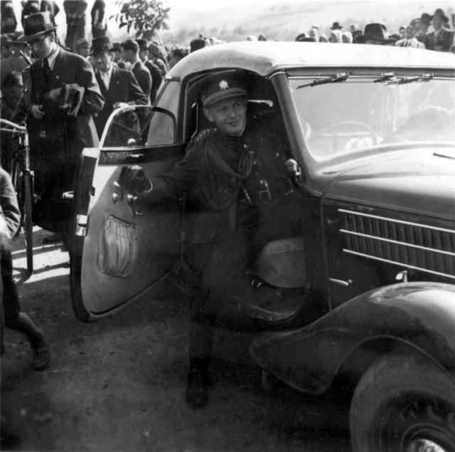 1938_az_elso_bacsi_dontes_ertelmeben_visszakapott_felvideki_teruleten_ipolysagnal_az_utolso_cseh_tiszt_hagyja_el_a_hatart.jpg