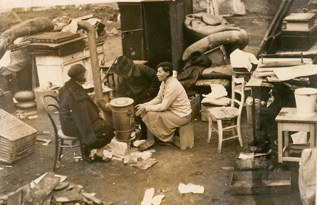1933_kilakoltatott_csalad_budapesten.jpg