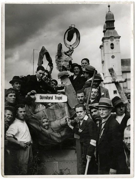 1940_szekelyudvarhely_romanok_tiltakozasa_a_magyar_bevonulas_ellen.jpg