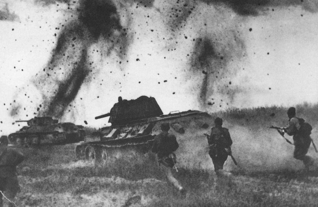 1943_t-34-76_tanks_support_the_infantry_attack_on_the_kursk_bulge.jpg