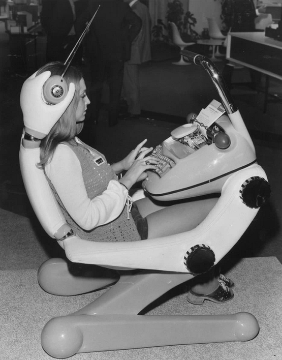 1978_korul_ergonomic_workstation_from_the_70s_came_with_built-in_typewriter_and_even_some_earphones_with_extendable_aerials.png