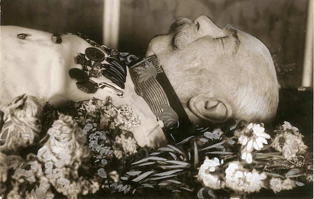 1916_ferenc_jozsef_a_ravatalon_schonbrunnban.png