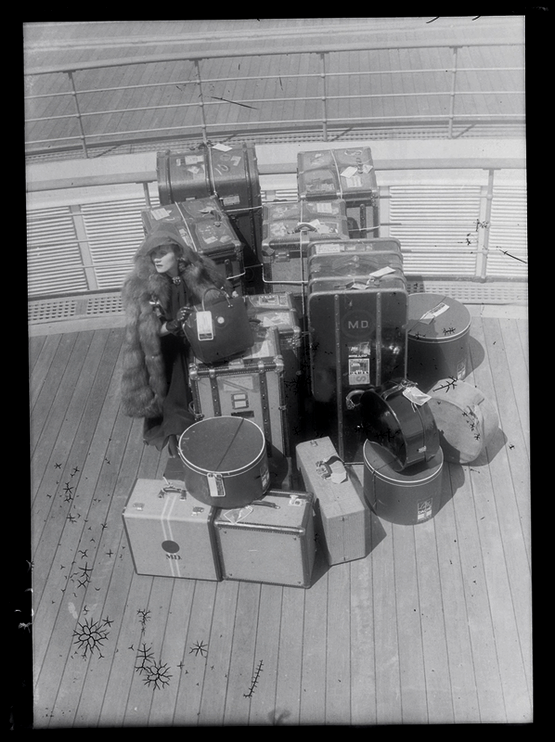 1936_marlene_dietrich_with_her_luggage_on_the_normandie.png