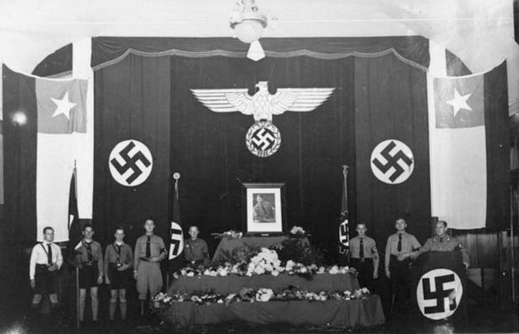 1940_chilean_nazis_pay_tribute_to_adolf_hitler_llanquihue_chile.jpg