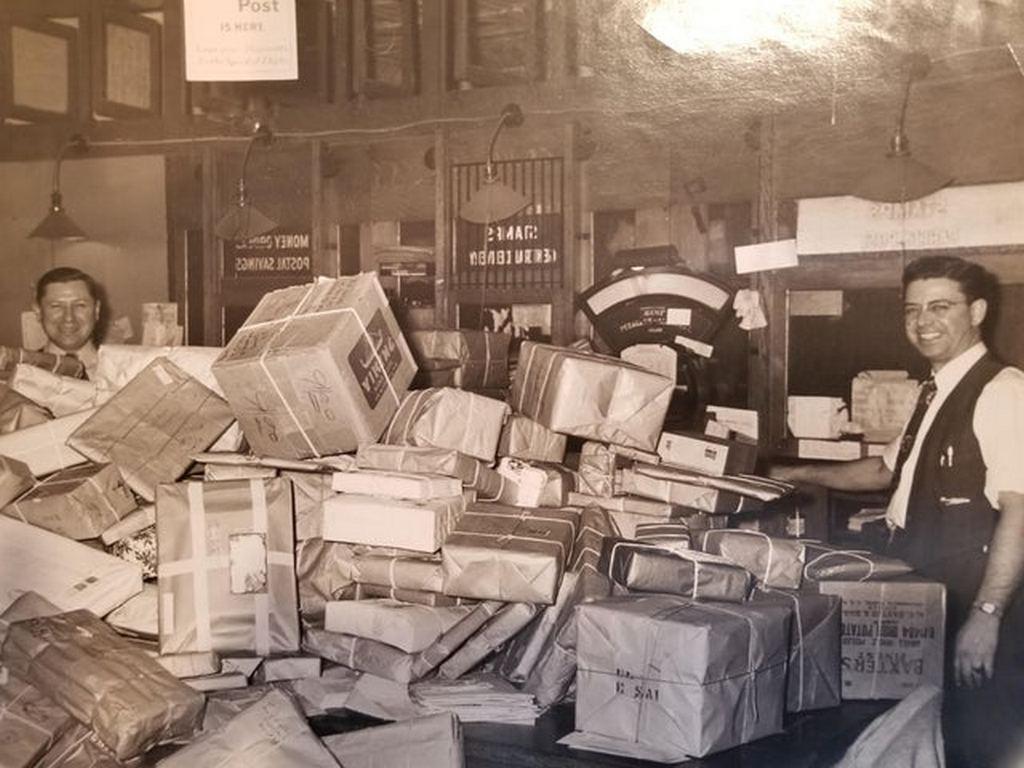 1950s_new_york_post_office_christmas.jpg