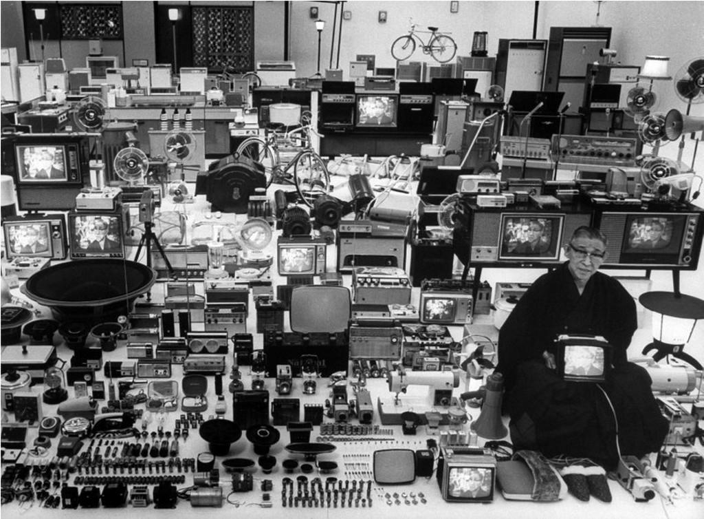 1962_konosuke_matsushita_a_matsushita_electric_industrial_company_alapitoja_es_minden_amit_a_vallalat_gyartott_japan.jpeg