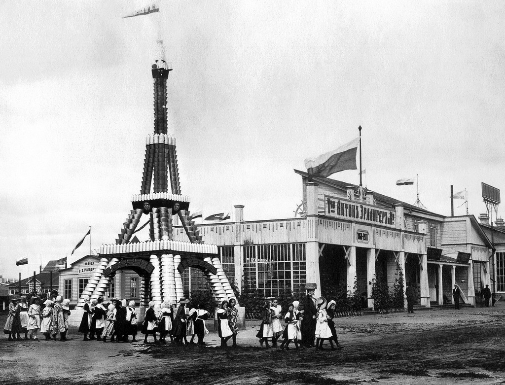 1911_eiffel_tower_made_of_buckets_and_bowls_russia.jpg