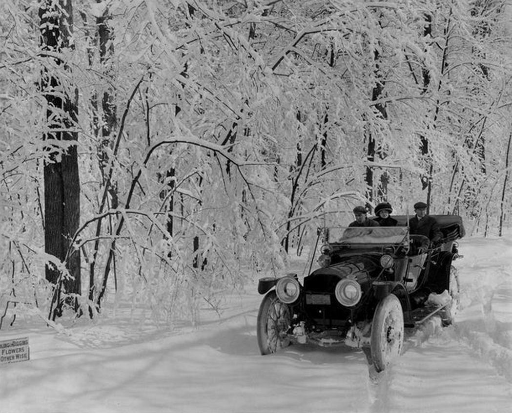 1912_a_trio_out_for_a_chilly_ride_in_a_1912_packard_30_model_ue_on_belle_isle_michigan_cr.jpg