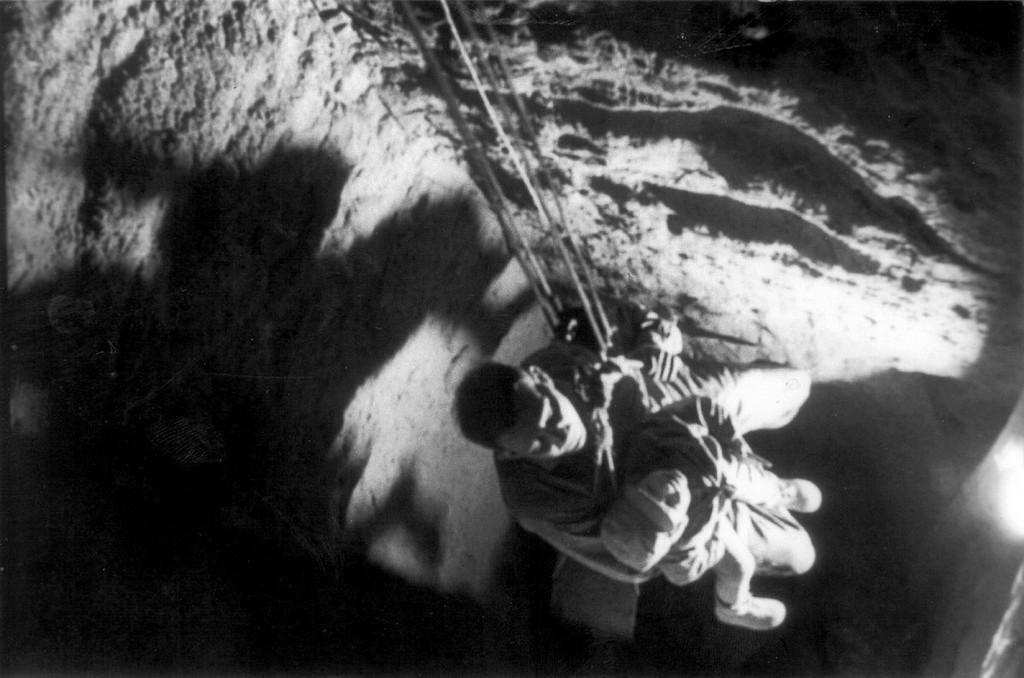 1964_oktober_3-4_menekules_az_57-es_alaguton_keresztul_57_embernek_sikerult_elmenekulnie_a_145_meter_hosszu_alaguton_at_egyetemistak_astak_fel_evig.jpg