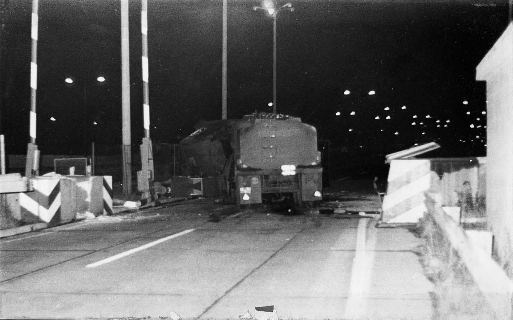 1983_gescheiterte_flucht_mit_einem_tanklastwagen_am_grenzubergang_marienborn.jpg