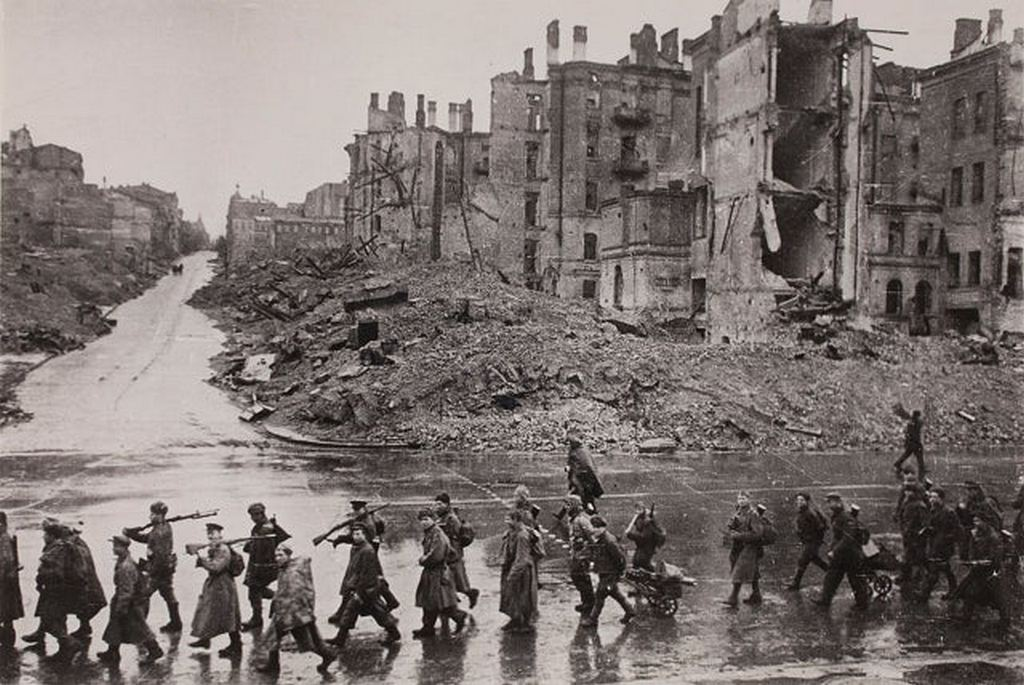 1943_red_army_infantry_marching_through_the_main_street_of_kiev_ukraine_following_the_liberation_of_the_city_from_german_forces.jpg